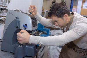 Un serrurier sur Clichy fabriquant des clés